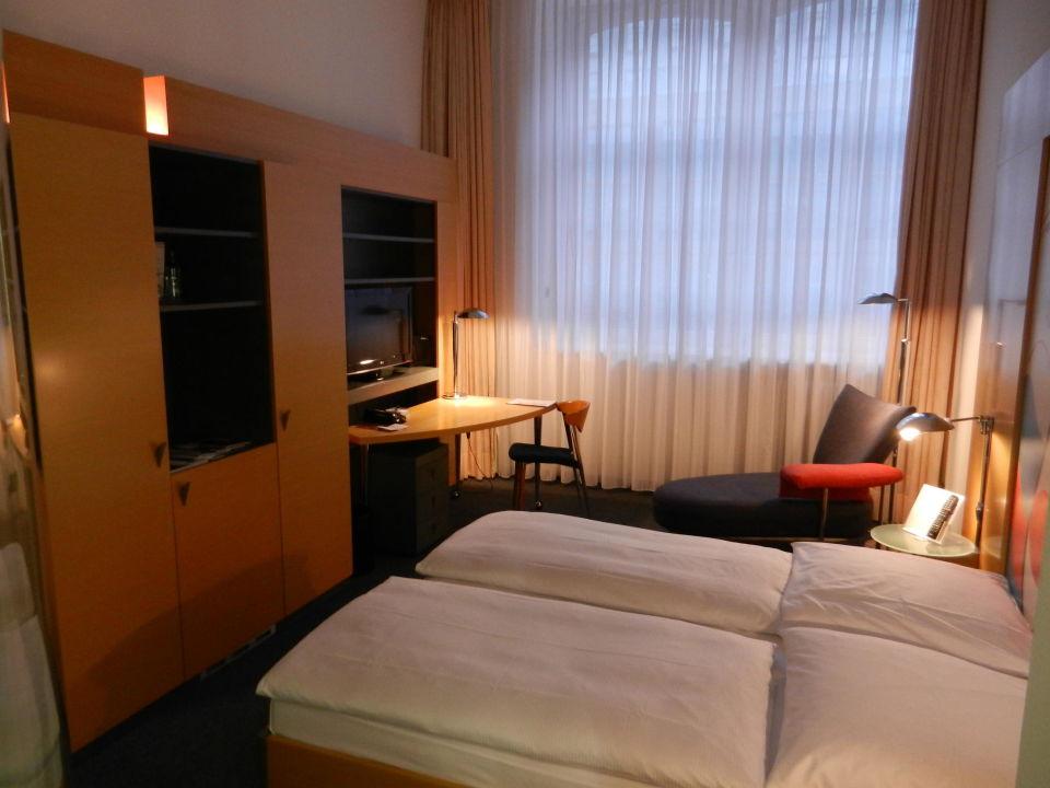 Zimmer vom Fenster Novum Select Hotel Berlin Ostbahnhof