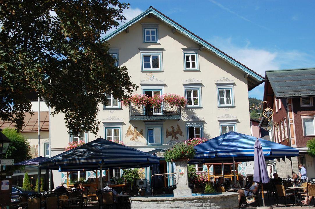 Schreibtisch und TV Hotel Adler Oberstaufen