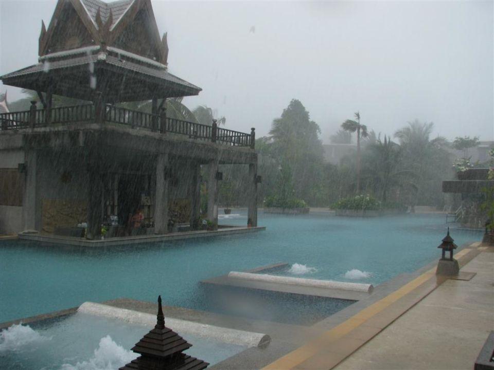 Dusche am Pool Hotel Mukdara Beach Villa & Spa Resort