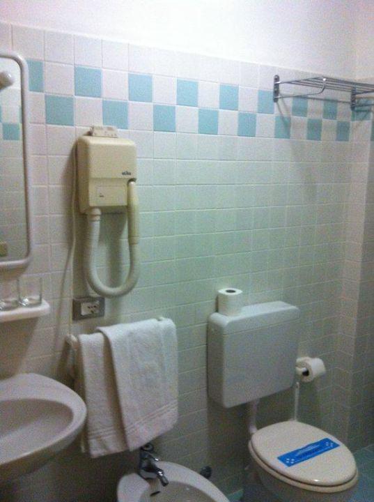 Das Badezimmer International Beach Hotel