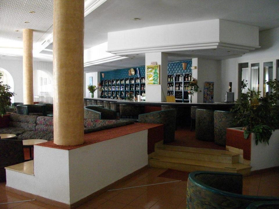 Gross und gut bestückt: Die Bar Hotel Menara