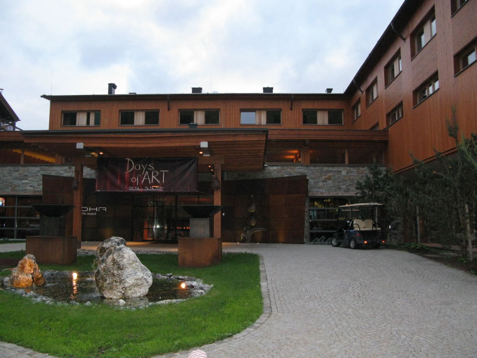 Treppe am Pool Hotel Mohr Life Resort