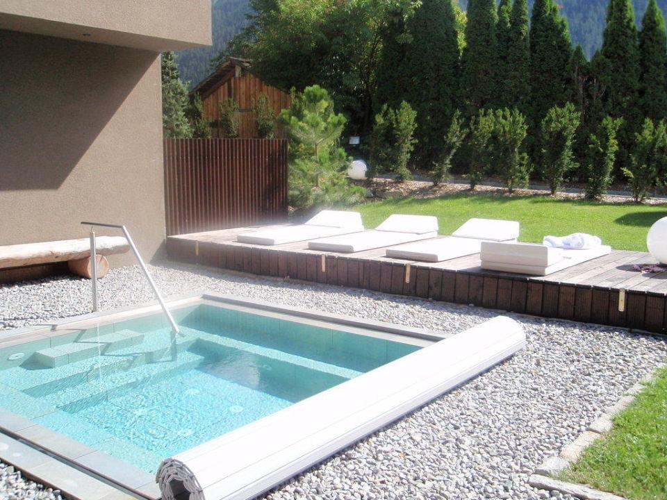 aussen whirlpool mo luxury lodge gaschurn. Black Bedroom Furniture Sets. Home Design Ideas