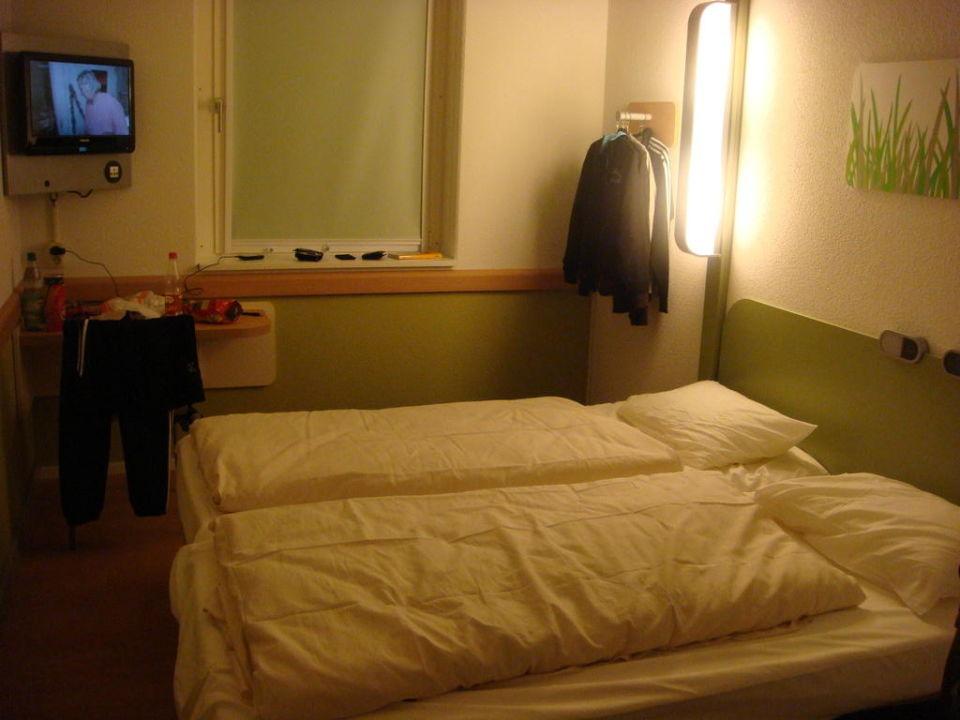 """Hotel Berlin Dusche Im Zimmer : Dusche, Mitte im Zimmer, kein extra Bad"""" zu ibis budget Hotel Berlin"""