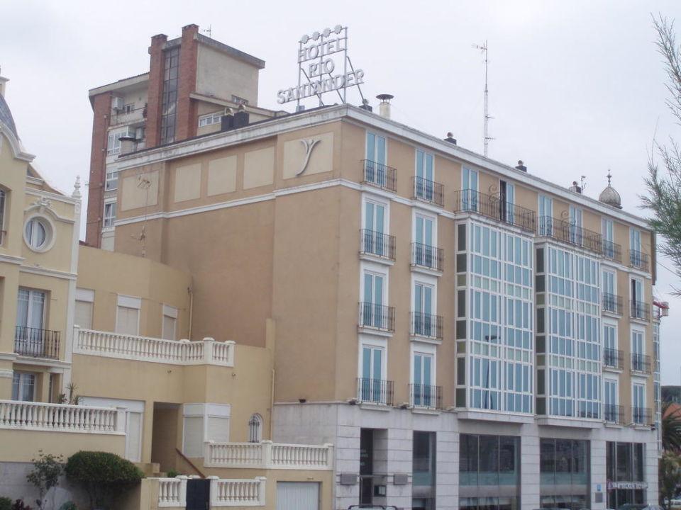 Wackliger Tisch Hotel Silken Rio Santander