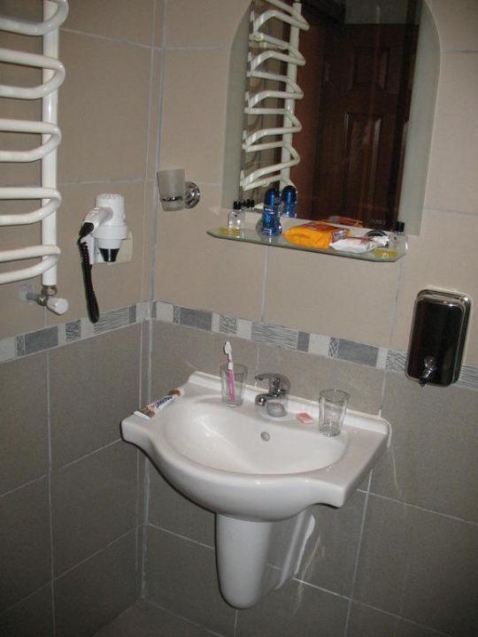 Hochglanz Lackieren Rolle : Badezimmer Mit Begehbarer Dusche  Bild ?Badezimmer mit begehbarer