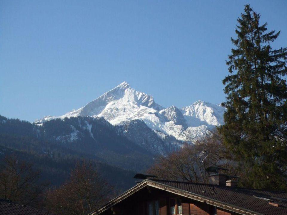 Zimmerausblick auf die Alpspitze H+ Hotel Alpina Garmisch-Partenkirchen