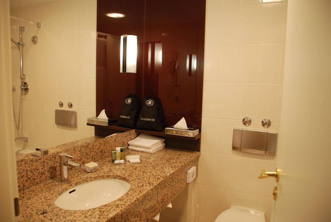 Zimmer zur Strassenseite Hotel Hilton Mainz/Rheinstr.