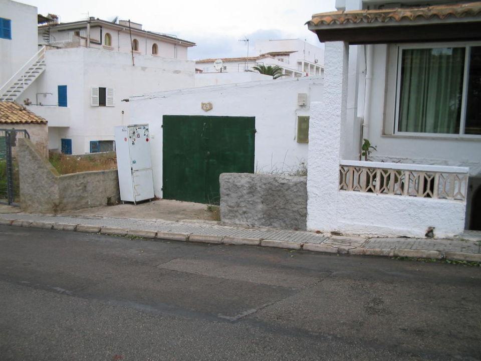 Gleich gegenüber vom Eingang des Montesol Hostal Montesol