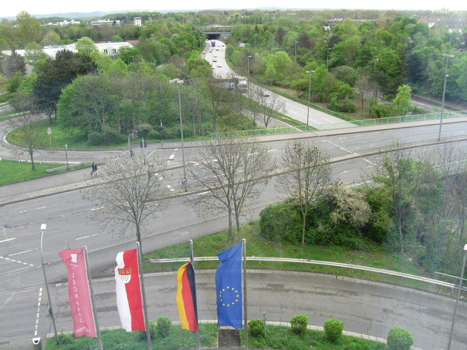 Blick auf die Strasse vor dem Hotel Leonardo Hotel Köln