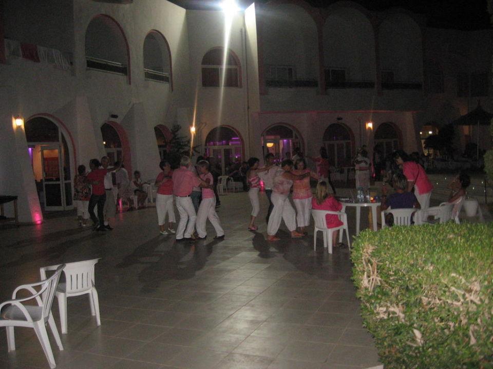 Wieczorne tańce przy basenie Hotel Homère Djerba