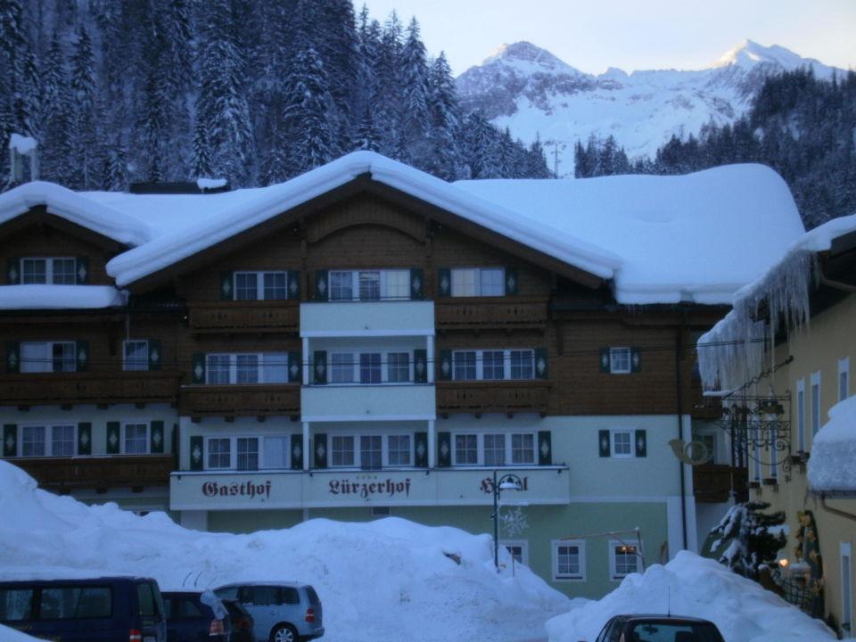 Wasserfall vor der Außensauna Alpin Life Resort Lürzerhof