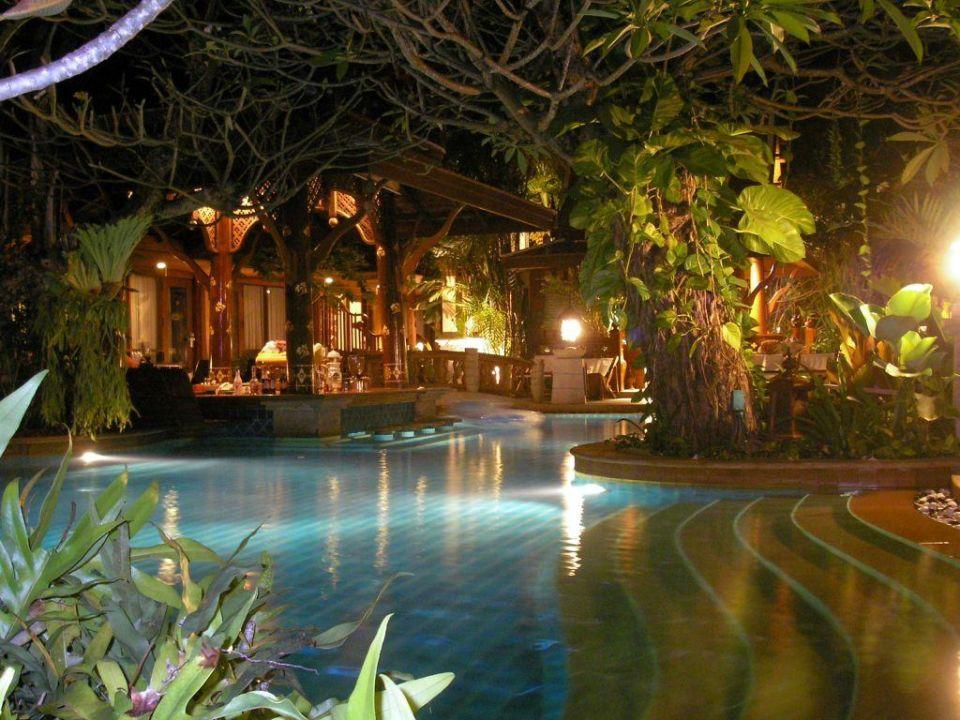 Pool bei Nacht Hotel Sawasdee Village
