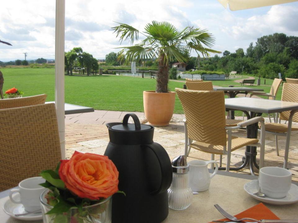 Restaurant mit Blick auf Innenhof Tagungs- & Sporthotel Aramis
