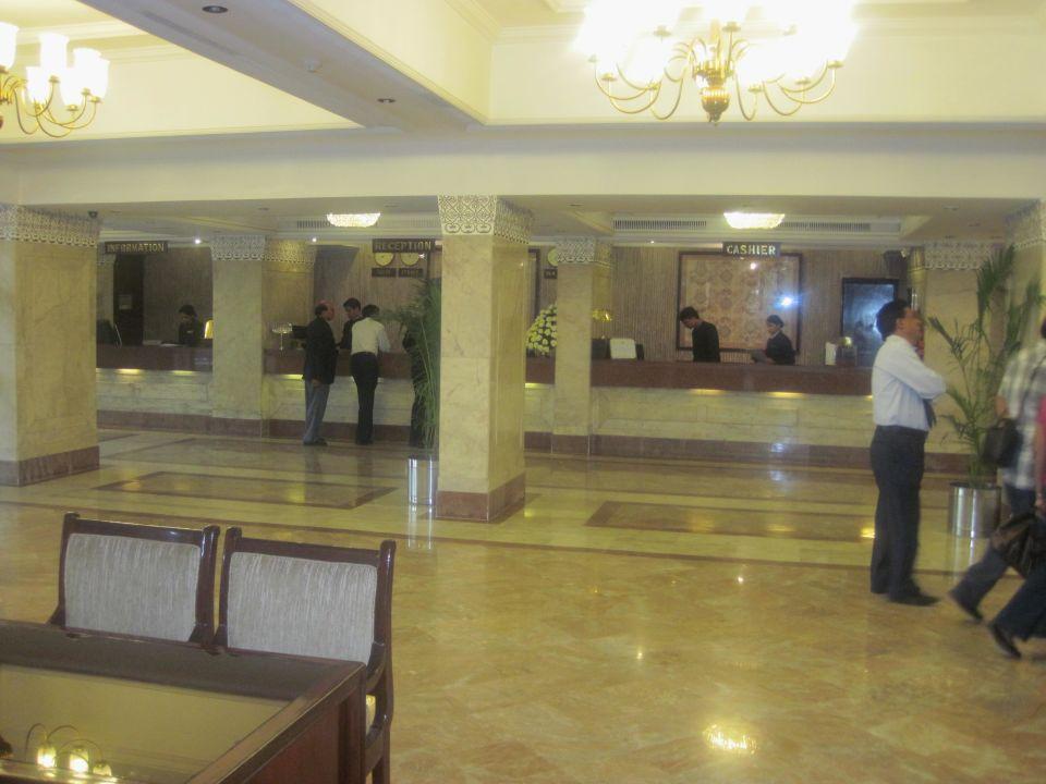 Blick auf die Rezeption Clarks Shiraz Hotel