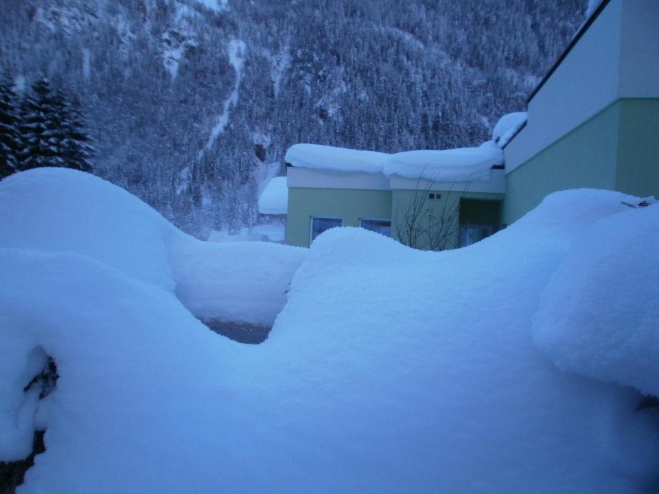 Tiefverschneit Alpin Life Resort Lürzerhof