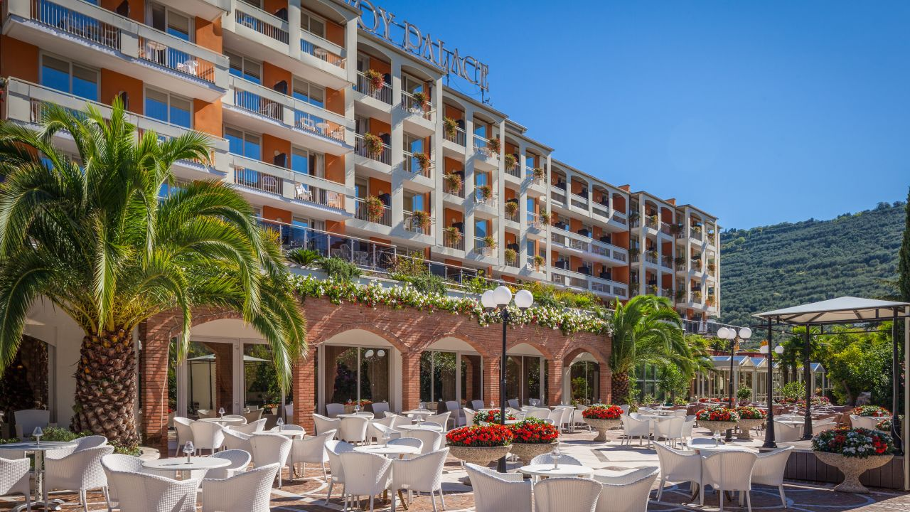 Hotel Savoy Palace Tonellihotels Riva Del Garda Holidaycheck