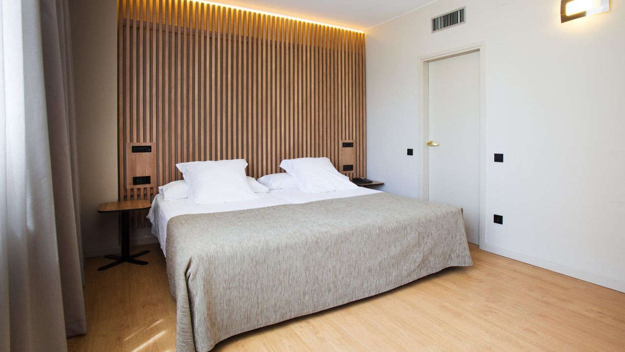 Aparthotel atenea barcelona esplugues de llobregat for Appart hotel 08028