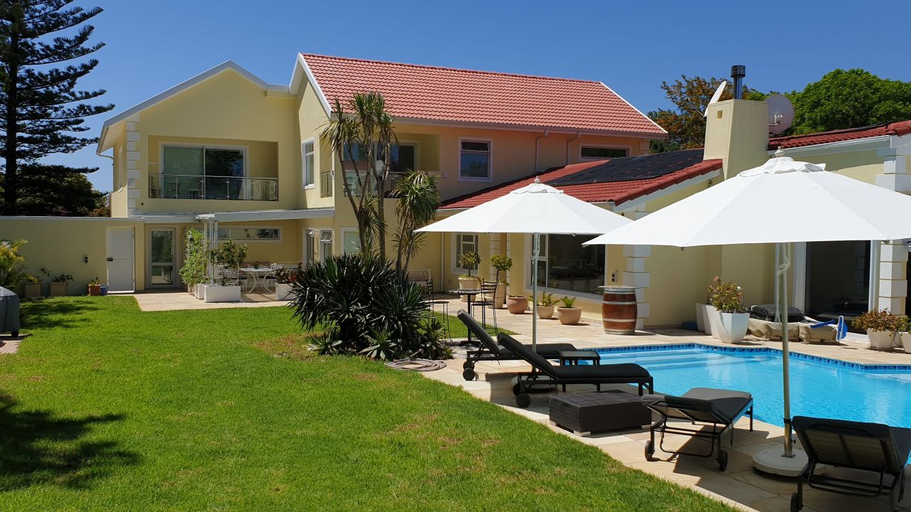 Constantia Cottages in Morningstar (Constantia) • HolidayCheck ...