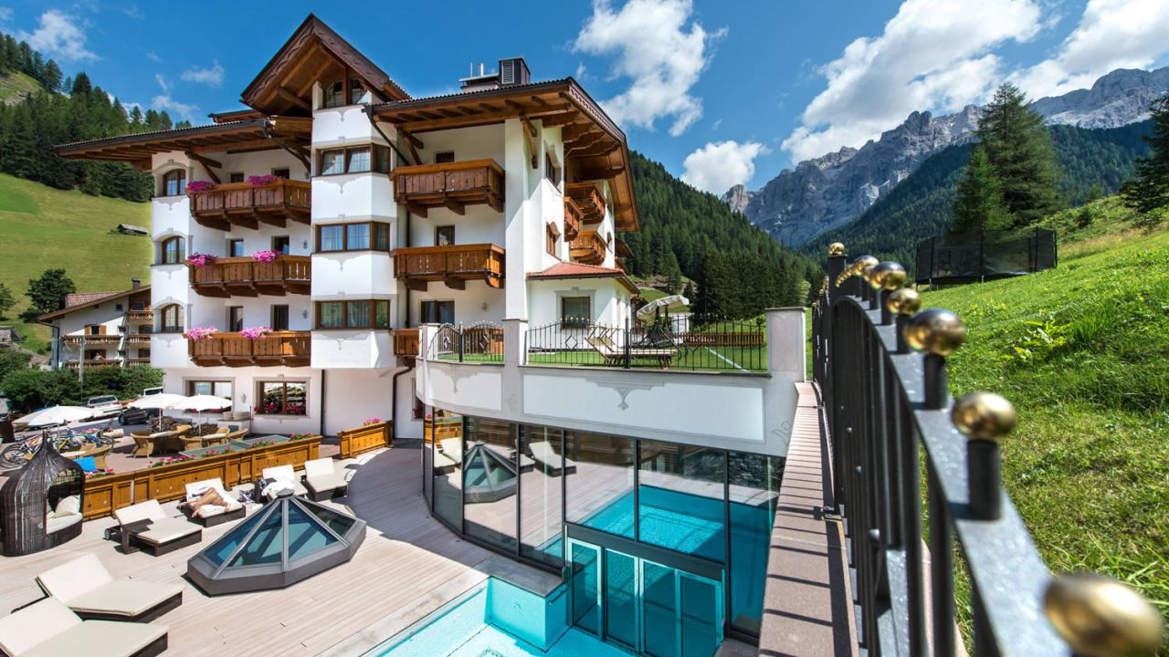 Hotel savoy small luxury spa selva di val gardena for Small leading hotels