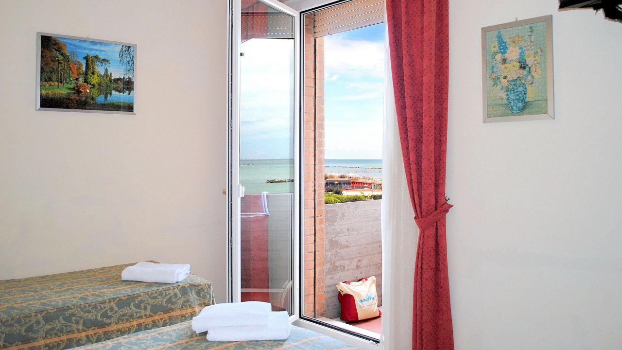 Family hotel marina beach lido adriano holidaycheck - Bagno marina beach lido adriano ...