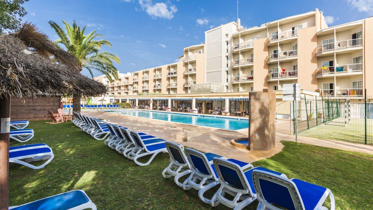 Hotel globales playa santa ponsa santa pon a santa for Aparthotel d or jardin de playa santa ponsa