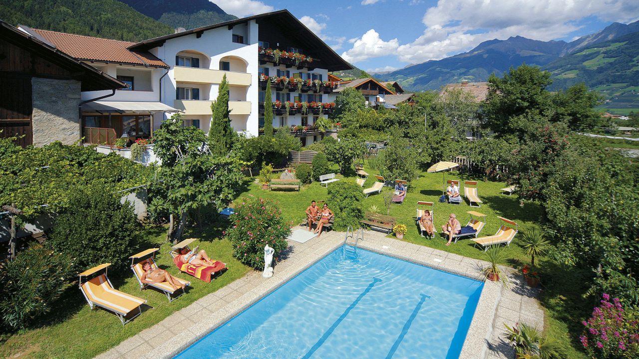 Garni hotel tritscherhof in tirolo dorf tirol for Dorf tirol designhotel