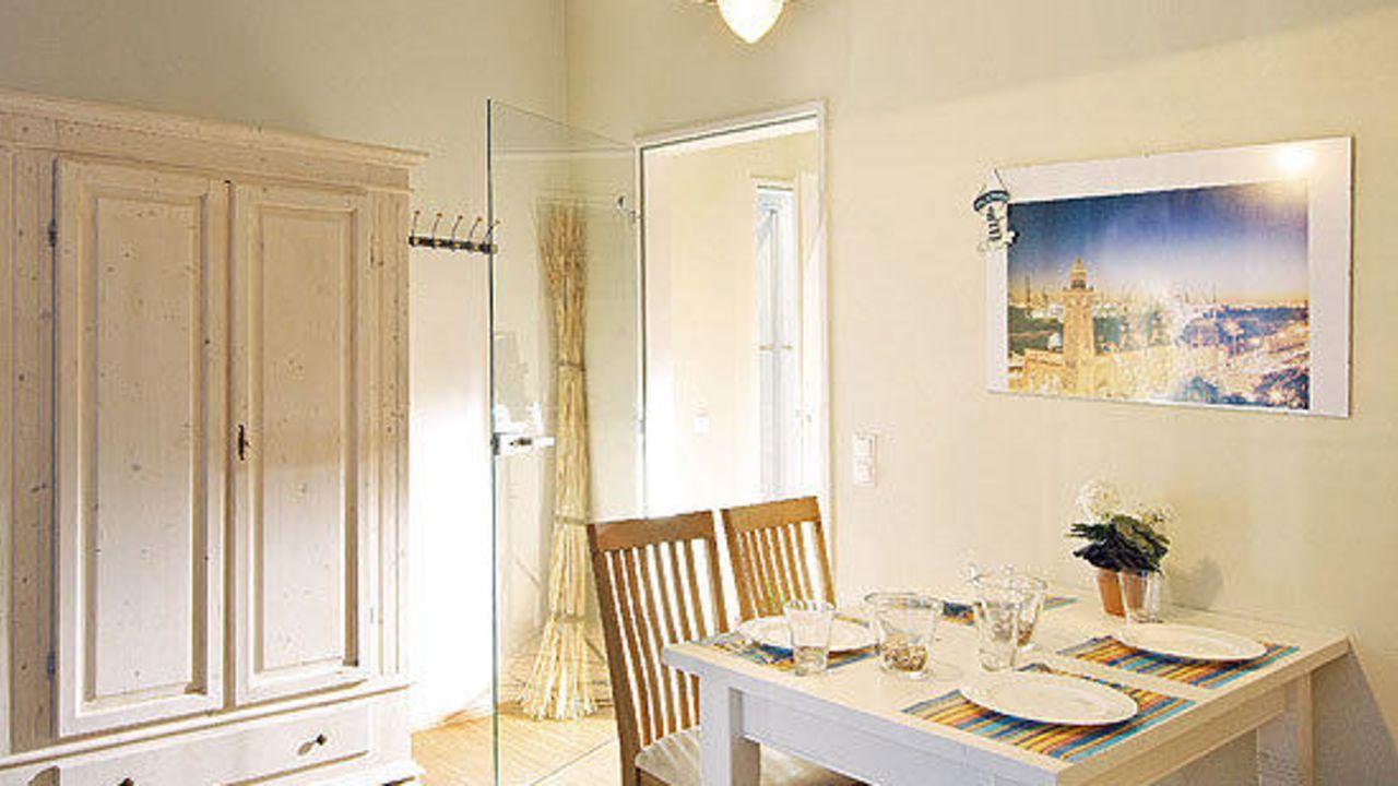 agentur am fischmarkt apartment leuchtturm in hamburg. Black Bedroom Furniture Sets. Home Design Ideas