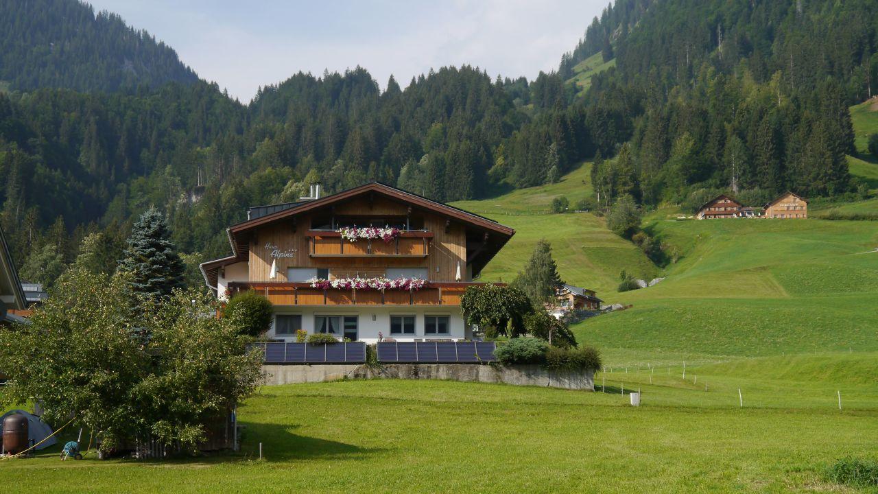 pension haus alpina au holidaycheck vorarlberg sterreich. Black Bedroom Furniture Sets. Home Design Ideas