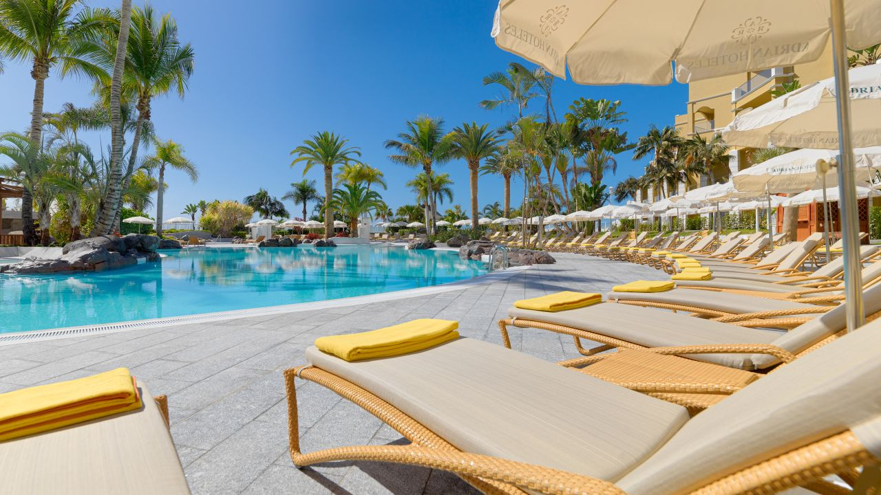 Adri n hoteles jardines de nivaria costa adeje for Hotel jardines de uleta vitoria
