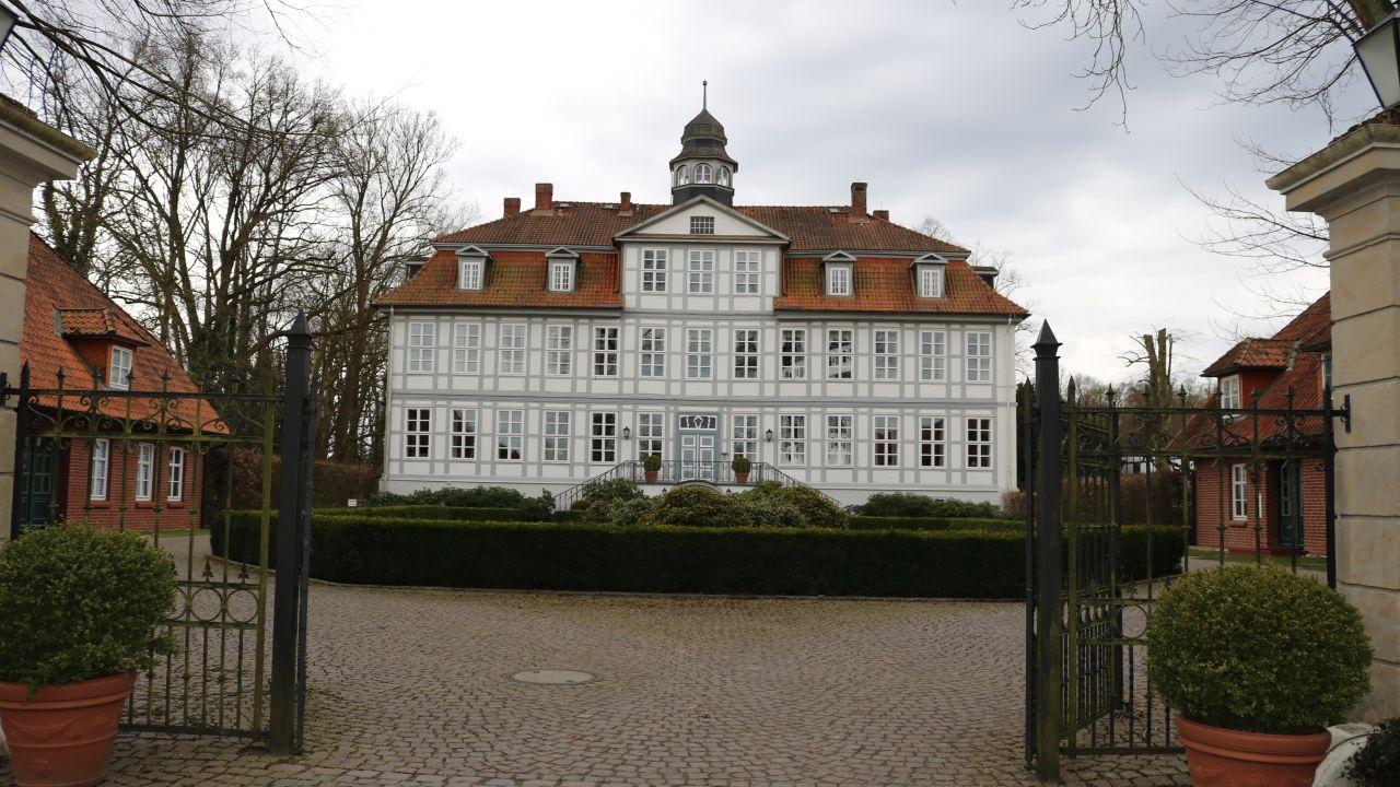 golfhotel schloss l dersburg l dersburg holidaycheck niedersachsen deutschland. Black Bedroom Furniture Sets. Home Design Ideas