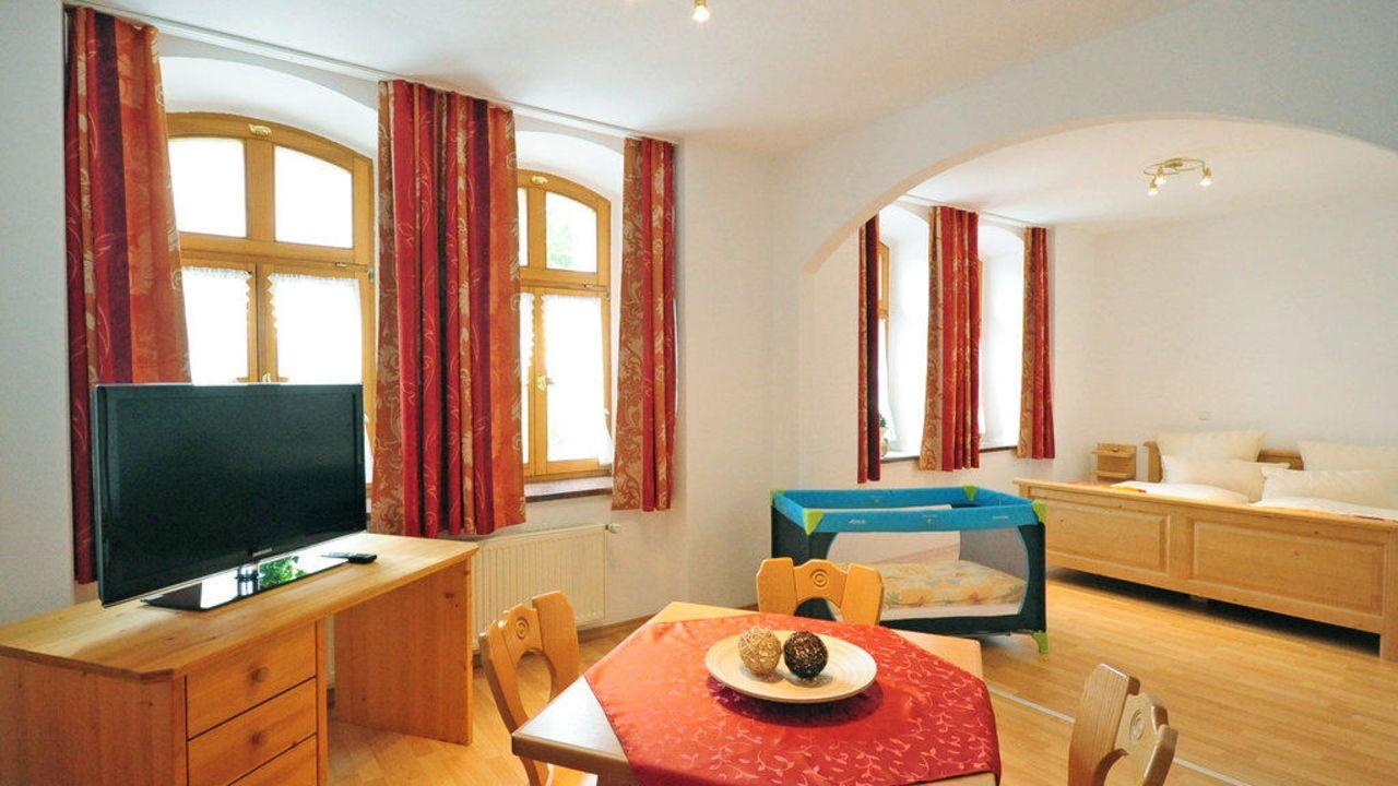 Hotel Schloßschänke Friedenfels (Friedenfels) • HolidayCheck (Bayern ...