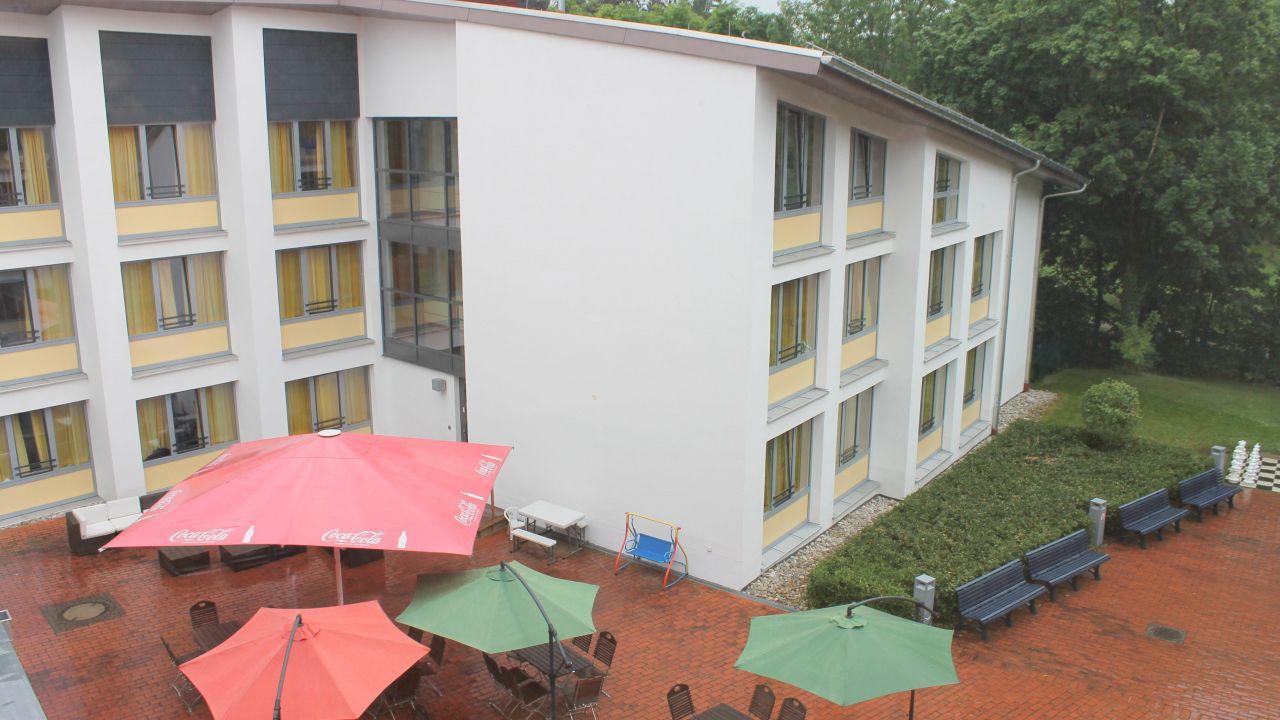 djh jugendherberge m nchen park hi munich park hostel in. Black Bedroom Furniture Sets. Home Design Ideas