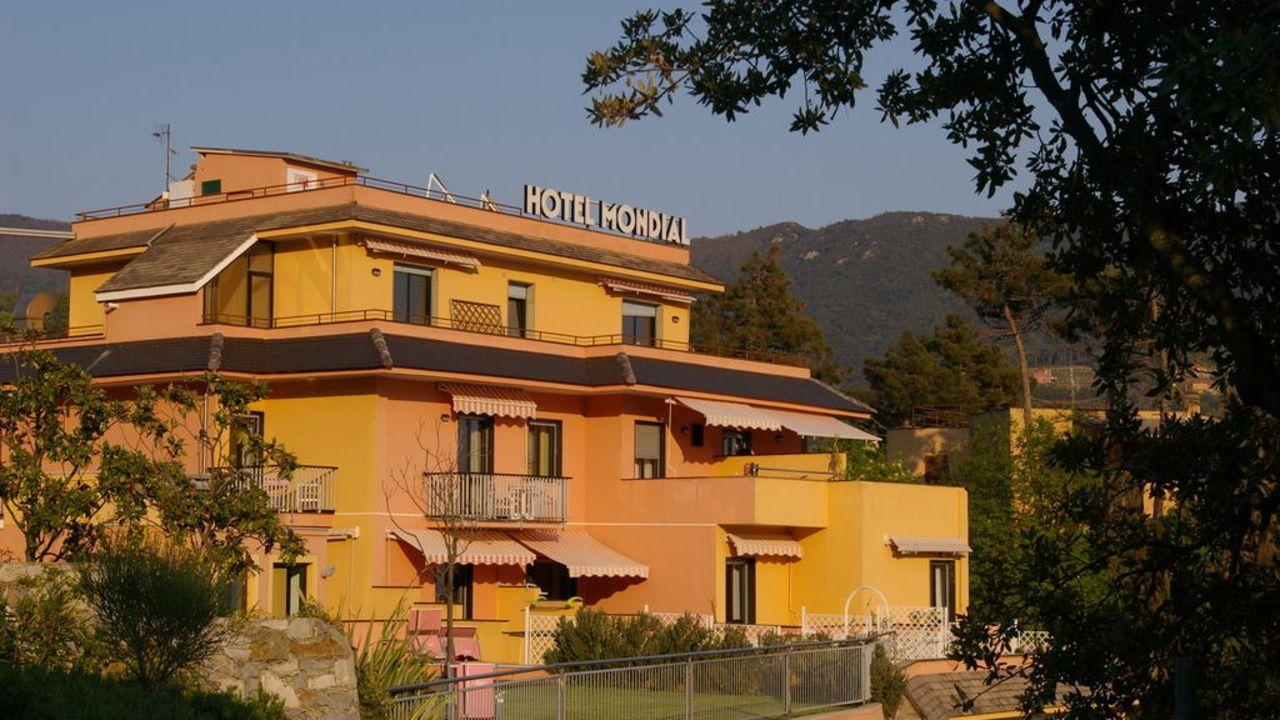 Hotel mondial in moneglia holidaycheck ligurien italien for Hotel moneglia