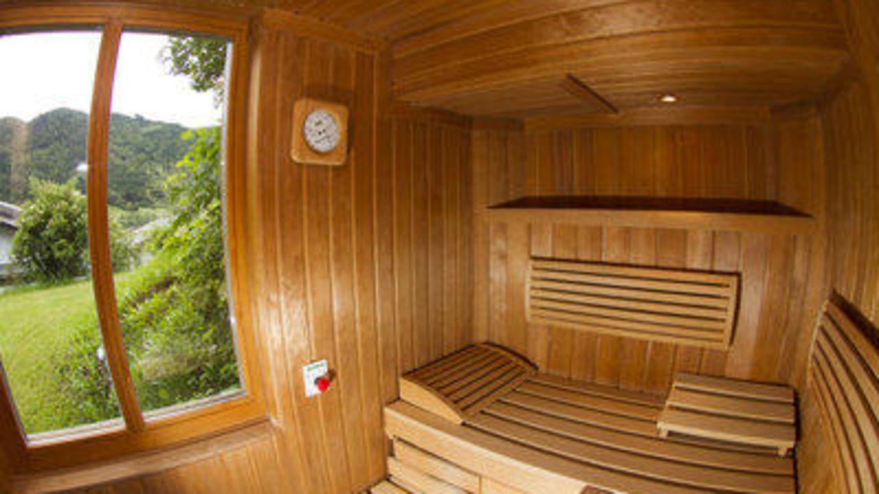 Ferienhof obergasser und bergblick in weissensee holidaycheck k rnten sterreich - Sauna fenster ...