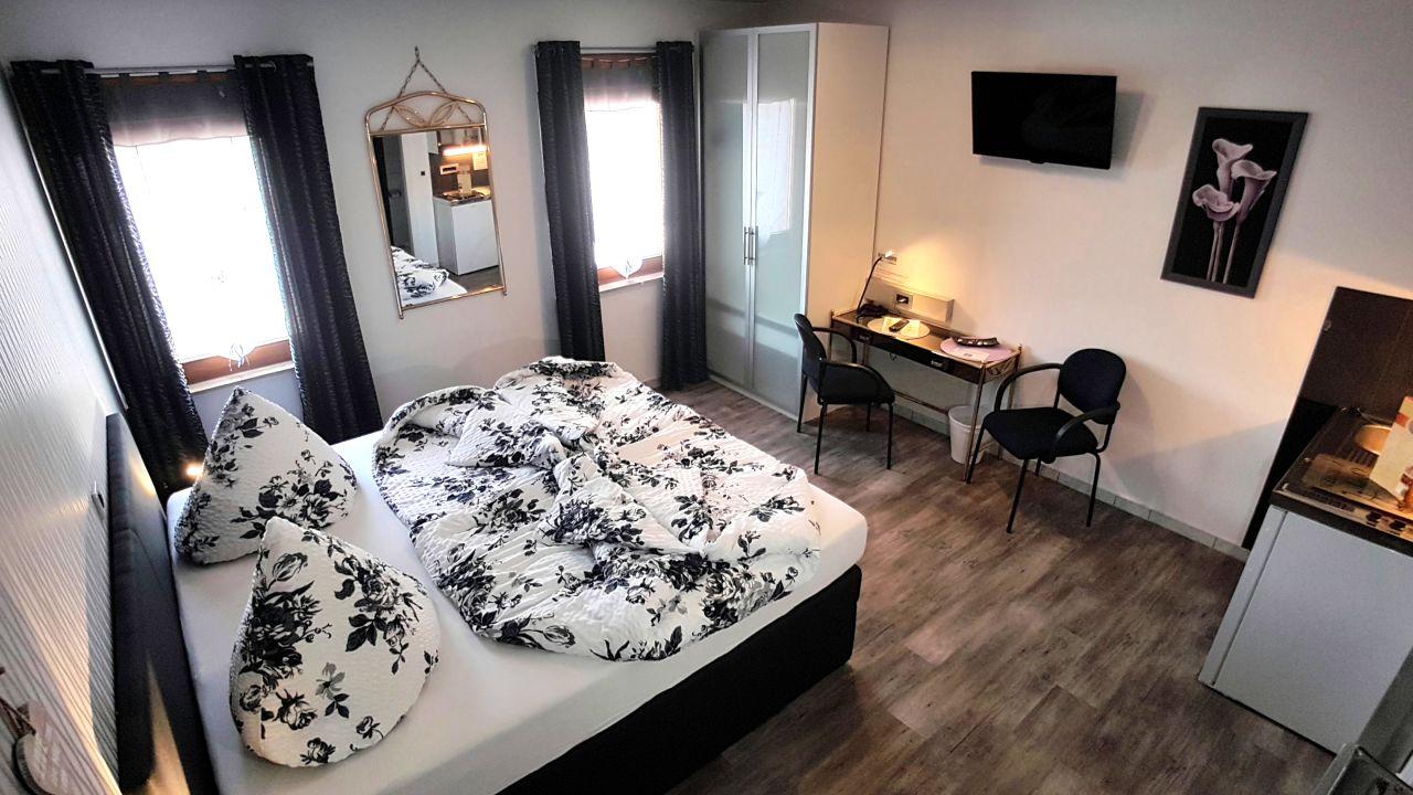 Gästezimmer am Burgplatz Sinsheim (Sinsheim) • HolidayCheck (Baden ...