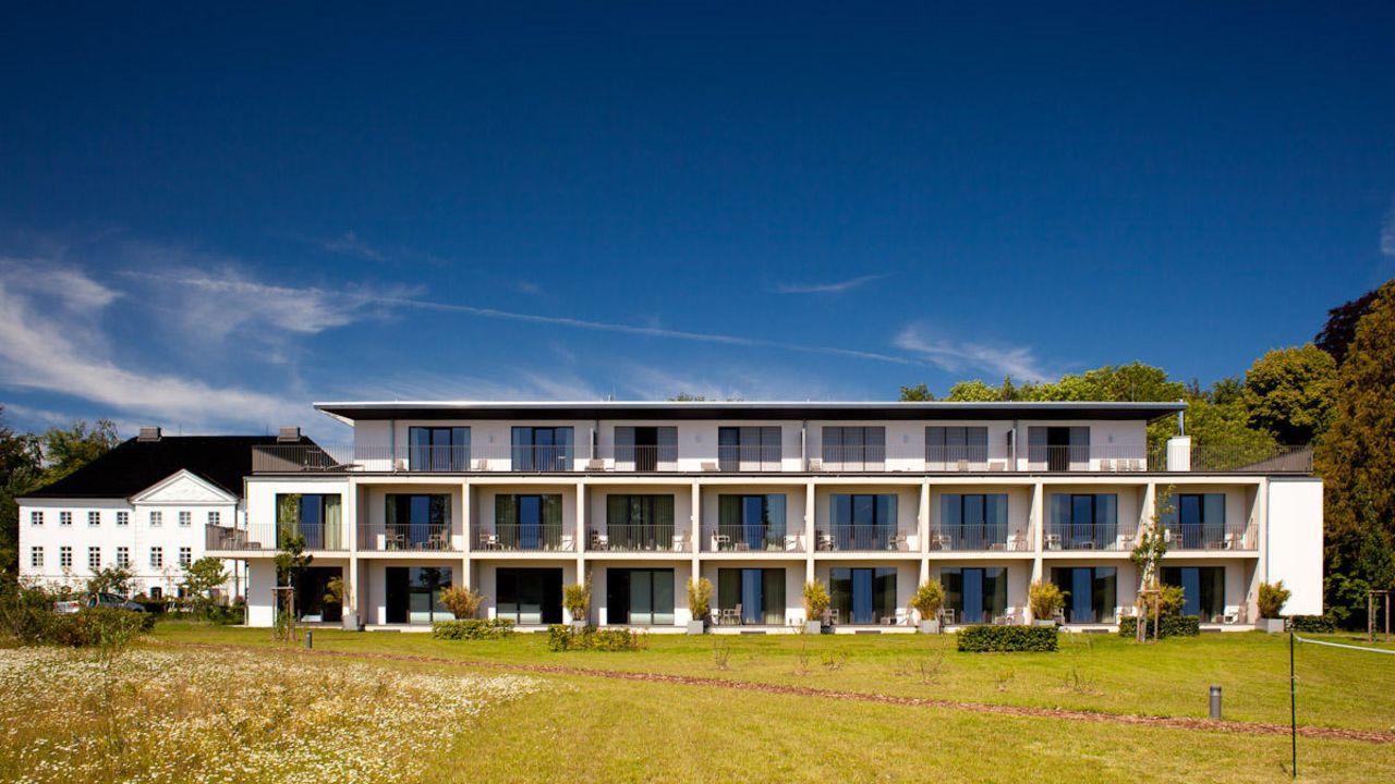 hotel schlossgut gross schwansee in gross schwansee holidaycheck mecklenburg vorpommern. Black Bedroom Furniture Sets. Home Design Ideas