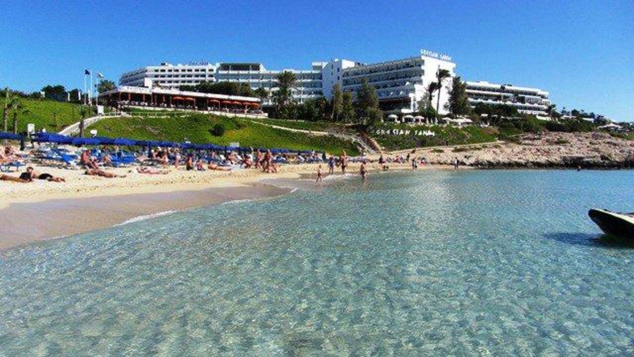 Hotel club atlantica sun garden beach in agia napa ayia for Katzennetz balkon mit sun garden hotel ayia napa