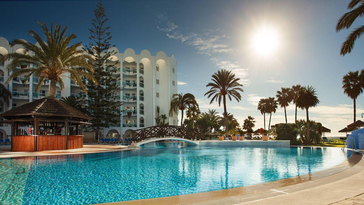 Marinas de nerja beach spa nerja holidaycheck costa del sol spanien - Spas en malaga ...