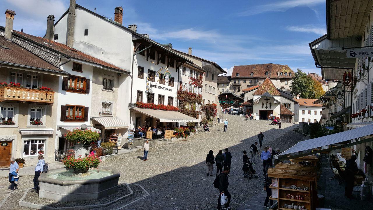 Gruyère Rooms (Gruyères) • HolidayCheck (Kanton Freiburg ...