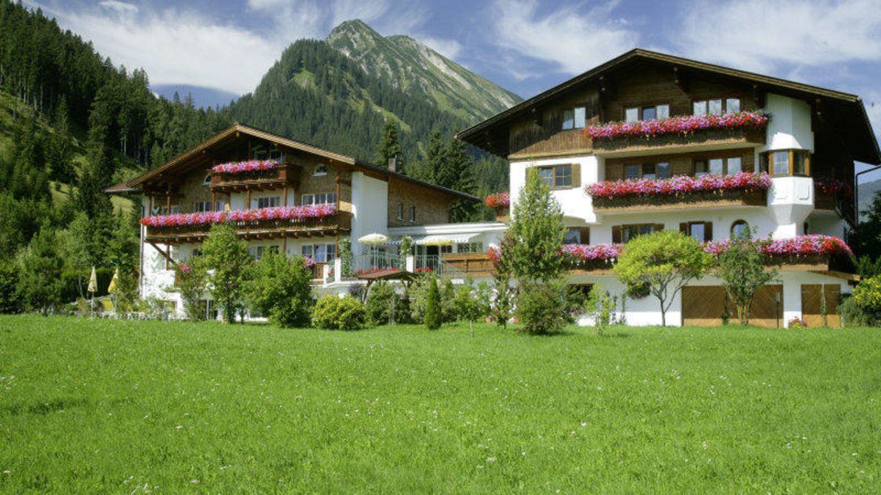 landhaus sammer hotel garni in tannheim holidaycheck tirol sterreich. Black Bedroom Furniture Sets. Home Design Ideas