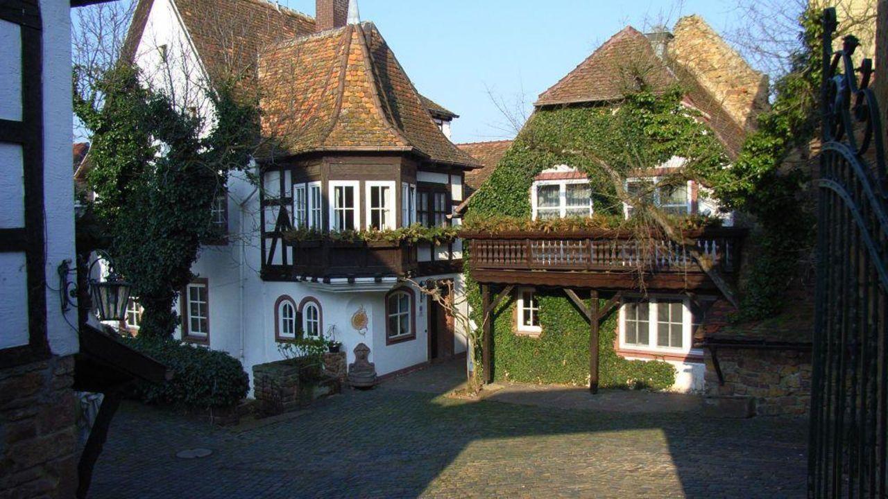 Hotel Alte Pfarrey (Neuleiningen) • HolidayCheck (Rheinland-Pfalz ...