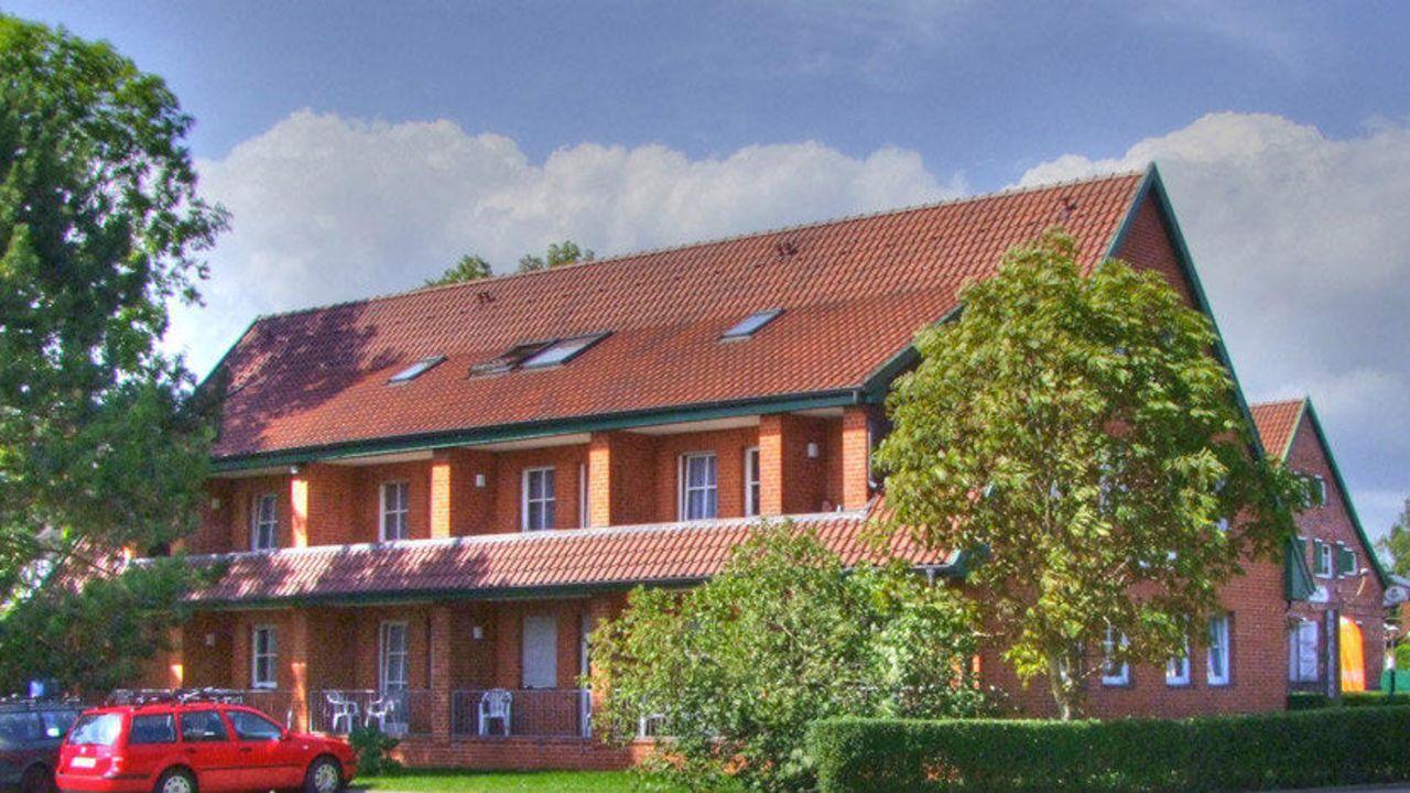 land gut hotel zur linde r gen in middelhagen auf r gen holidaycheck mecklenburg vorpommern. Black Bedroom Furniture Sets. Home Design Ideas