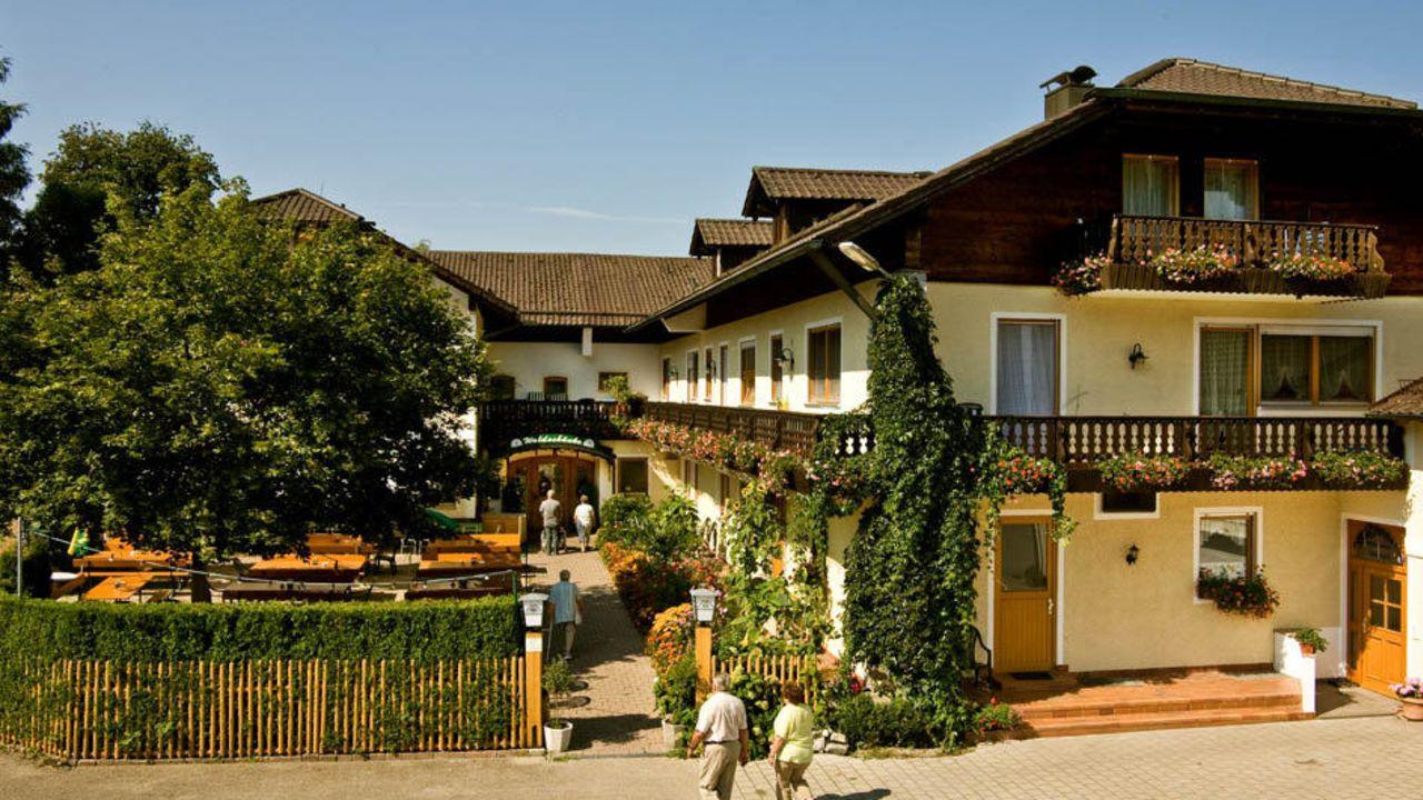 Land-gut-Hotel Gasthof Waldschänke (Altfraunhofen) • HolidayCheck ...