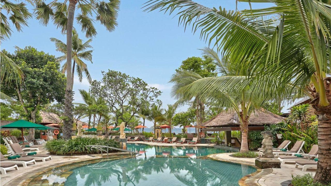 Legian Beach Hotel Deluxe Garden Bungalow