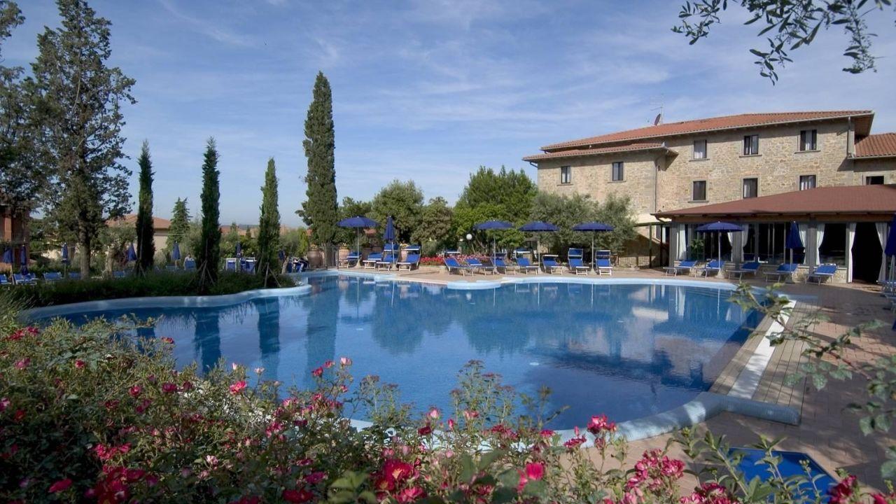Villa paradiso village lago di trasimeno holidaycheck for Mobili 82 tuoro sul trasimeno