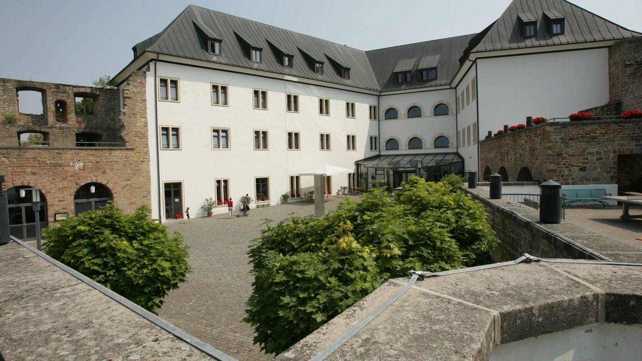 Jugendherberge Burg Altleiningen (Altleiningen) • HolidayCheck ...
