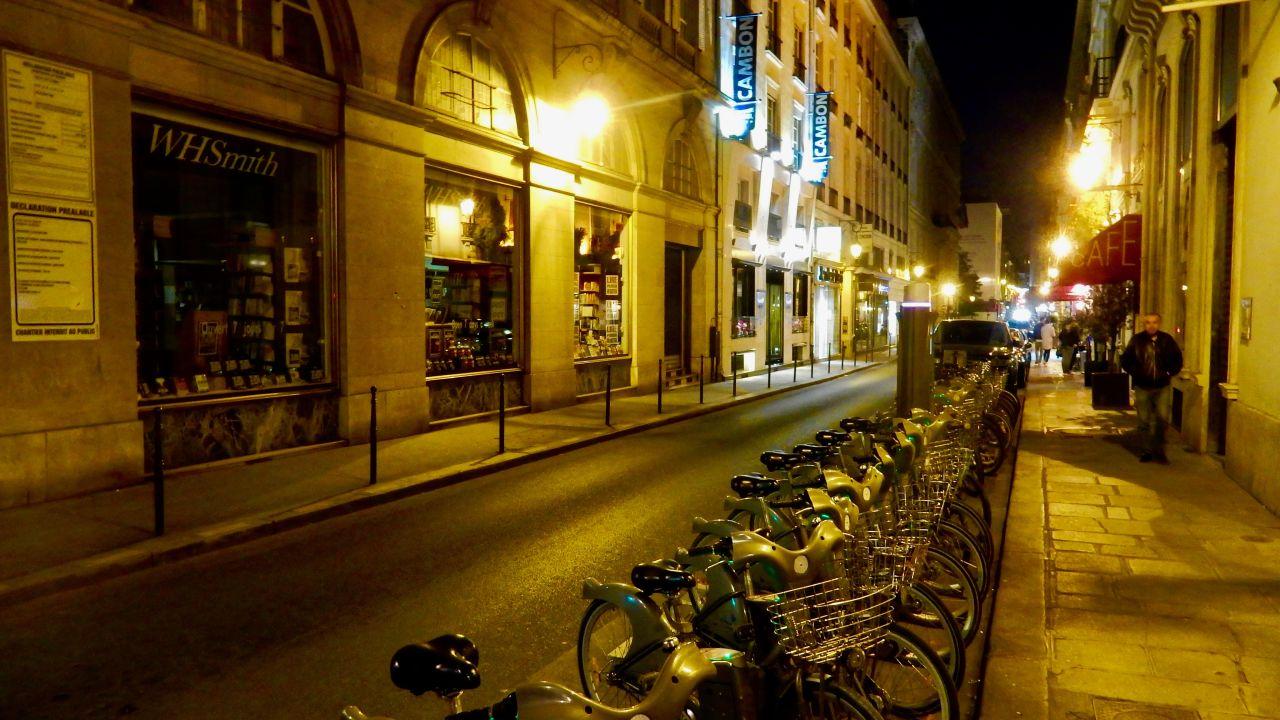 Hotel Rue Du Colisee Paris