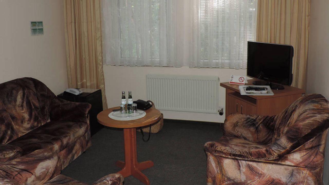 Land-gut-Hotel Waldhotel Seelow (Vierlinden) • HolidayCheck ...