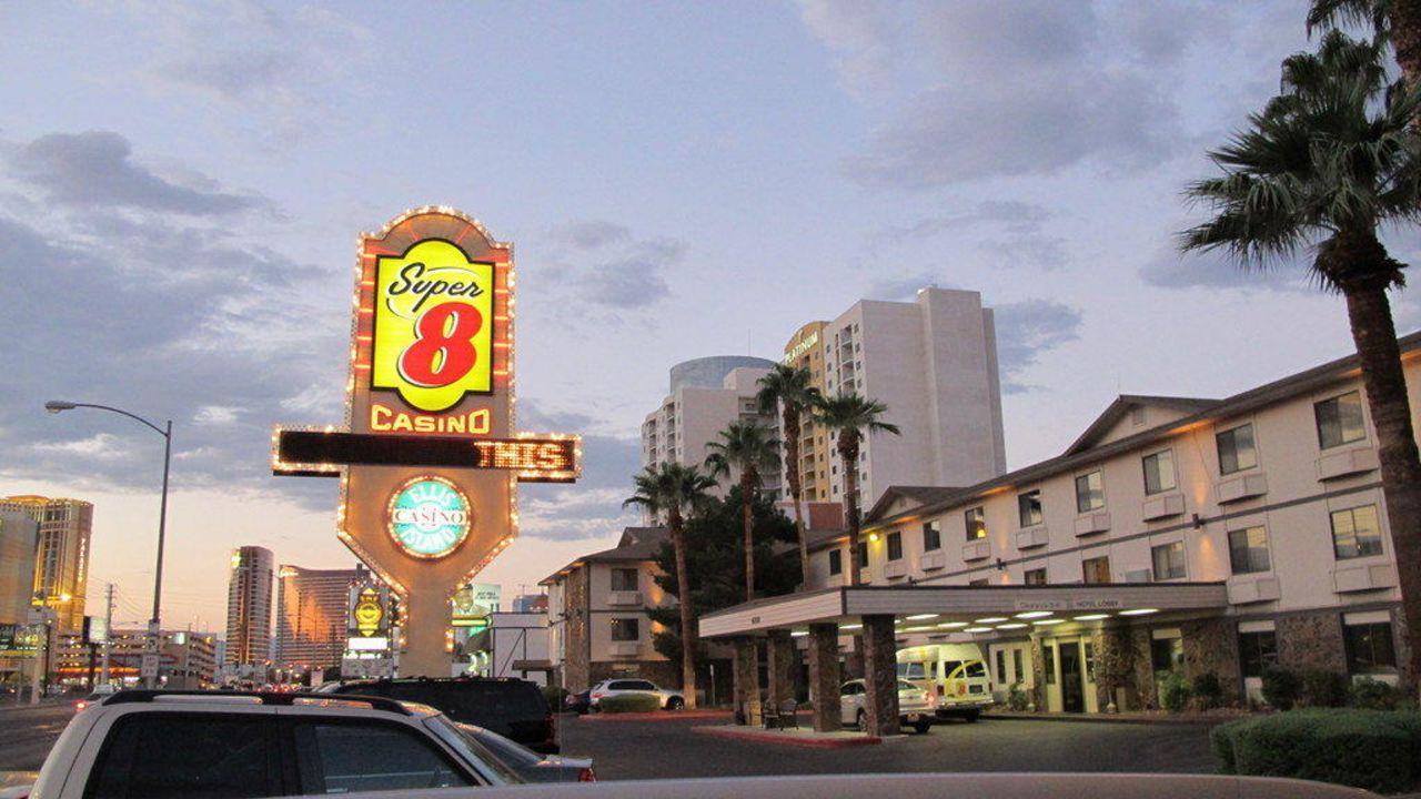 super 8 las vegas strip area at ellis island casino reviews